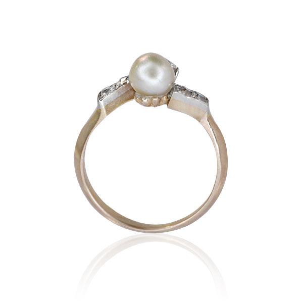 diamant perlen ring mit 0 716ct altschliff diamanten und weisser perle in rosegold alter schmuck. Black Bedroom Furniture Sets. Home Design Ideas