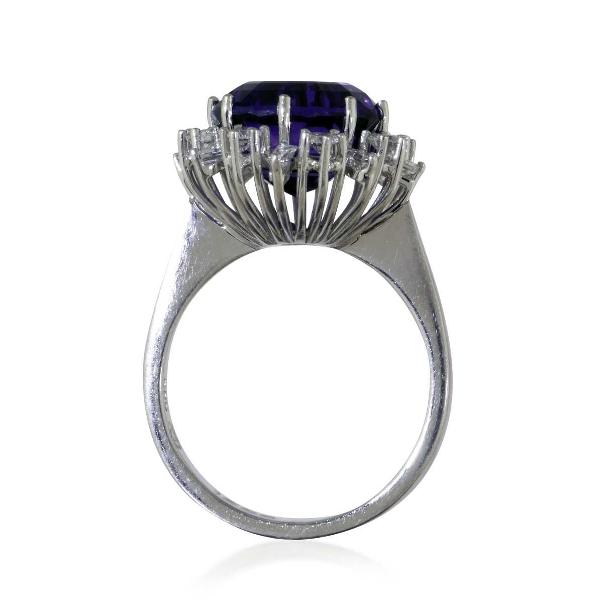 amethyst diamant ring mit 0 90ct diamanten und einem facettierten 42 77ct amethyst schmuck. Black Bedroom Furniture Sets. Home Design Ideas